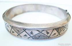 Designer ezüst karperec