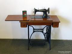 0I477 Antik kinyitható kétfiókos SINGER varrógép