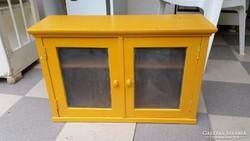 Sárga fali szekrény