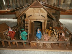 Betlehem porcelán figurákkal, világítással