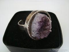 Designer modernista ezüst gyűrű természetes ametiszttel