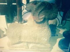 Kő kos szobor