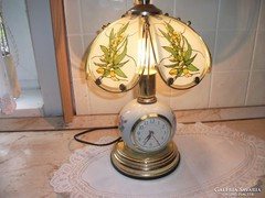 Porcelántörzsű órabetétes asztali lámpa eladó!