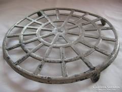 Antik alumínium edényalátét