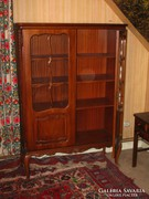 Chippendél barokk vitrines szekrény 119x166x47cm