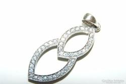 Ezüst medál gyémánt hatású cirkonnal. 3,5  cm