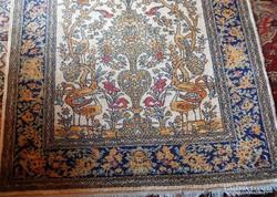 Antik gyapjúszőnyeg
