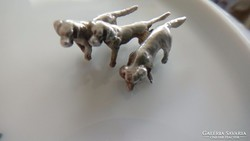 Ezüst miniatűr vadász kutyák