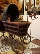 Babakocsi porcelán babával