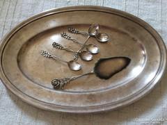 Ezüstözött antik tárgyak ünnepi tálaláshoz