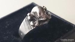 Különleges koponyafejes ezüst gyűrű