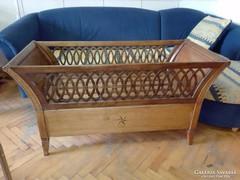 Antik gyermek ágy