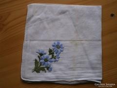 1217. Virágos (nefelejcs) hímzett díszzsebkendő