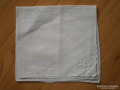 1223. Hófehér, hímzett díszzsebkendő