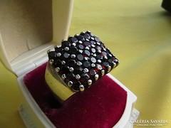 Ezüst koktélgyűrű gránátokkal