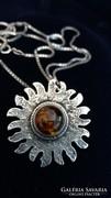 Antik borostyánköves ezüst medál nyaklánccal