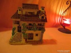 Gipszből falra akasztható ház Á010