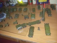 Régi orosz harci járművek 32 db