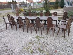 Régi  Vendéglátó  asztalok  a  hozzá  való székekkel