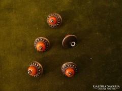 5 db korallos ezüst gomb