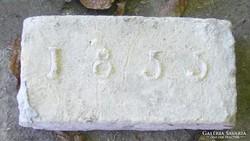 Évszámos tégla 1855-ből.