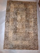 Vékony, modern mintázatú selyem ? perzsa szőnyeg 68x106 cm