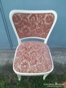 Régi fehér kárpítozott fehér szék