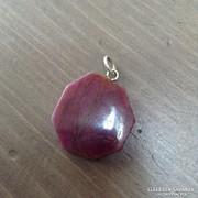 Régi szögletes lapra csiszolt rubin medál