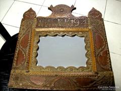 Antik faragott keretes fali tükör
