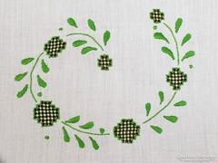 Zöld hímzett és slingelt szalon asztal terítő, abrosz