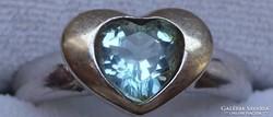 Arany gyűrű szív alakú kék topázzal 18K 5g