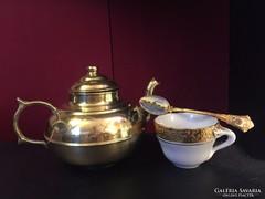 Aranyszínű teáskanna