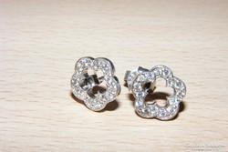 Ezüst gyémánt hatású cirkonnal.