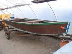 Régi csónak , 2 ütemű motorral