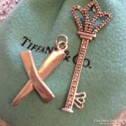 Tiffany & Co.gyémántokkal ékesített ezüst kulcs medál