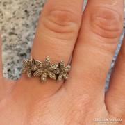 Valódi gyémántokkal ékesített ezüst virágos gyűrű