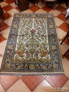 Kézicsomózású szőnyeg