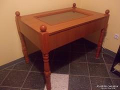 Vitrines asztal
