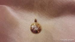 Ezüst aranyozott medál pici kővel