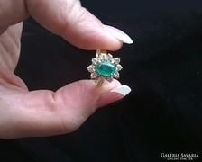 14K klasszikus smaragd koktélgyűrű brilliánsokkal