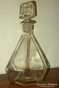 Hatszögletű pálinkás üveg.