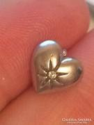 Ezüst szívecske brill kővel