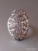 Elegáns ezüst gyűrű áttört mintával