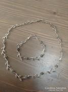 Ezüst virágos nyaklánc karkötővel markazit kövekkel