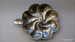 Virágszirom formájú ezüst tálka