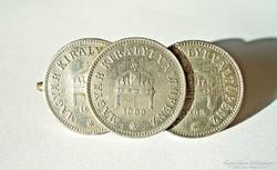 1909-es 10 filléres érmék kitűzővé alakítva