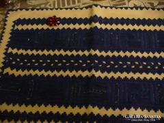 Szép kékkel hímzett párna