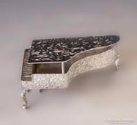 Ezüst miniatűr zongora