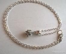 Ezüstözött nyaklánc,ezüstözött cirkon köves gömb medállal