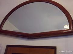 Régi csiszolt szélű tükör, mahagóni színű fa keretben